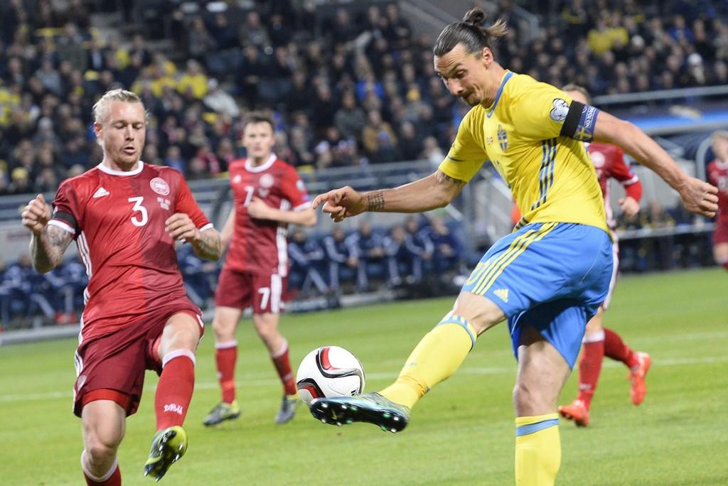 SCORET: Zlatan Ibrahimovic puttet mot Danmark, et Danmark som må score mål på tirsdag.