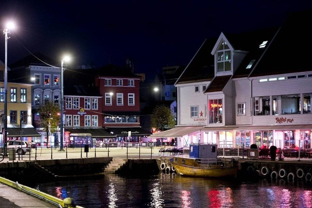 Restauranter, barer, kafeer og hoteller oppfordres til å holde ett minutts stilhet klokken 2100 tirsdag kveld. Foto: RUNE JOHANSEN (Bergensavisen)