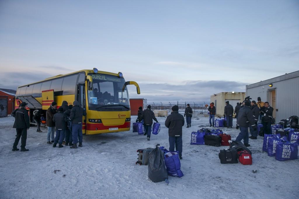 KIRKENES 20151115. Asylsøkere i ankomstsenteret for flyktninger i Kirkenes. Hit sendes flyktninger, som passerer den norsk-russiske grensen på Storskog, før de sendes videre til mottak andre steder i landet.