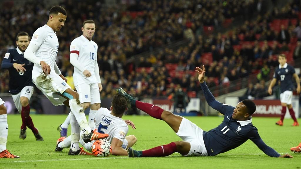 Anthony Martial fikk seg en smell i foten i kampen mot Frankrike.
