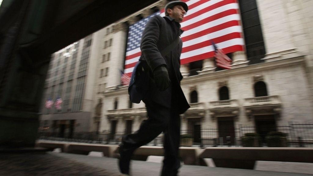 VENTER PÅ RENTESIGNALER: Pilene peker mot en positiv start på Wall Street onsdag.