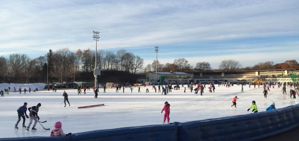 Frogner stadion: Her er det muligheter for å spille hockey, øve på piruetter eller trene på lengdeløp rundt banen.