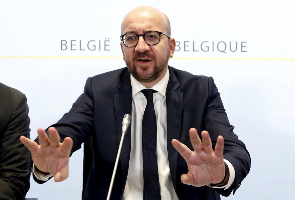 Belgias statsminister Charles Michel holdt pressekonferanse søndag kveld.