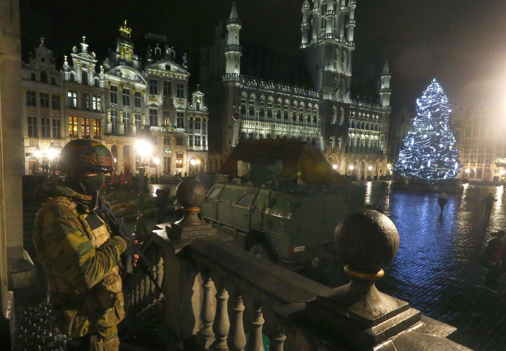 Grand Place i Brussel er søndag kveld strengt bevoktet.