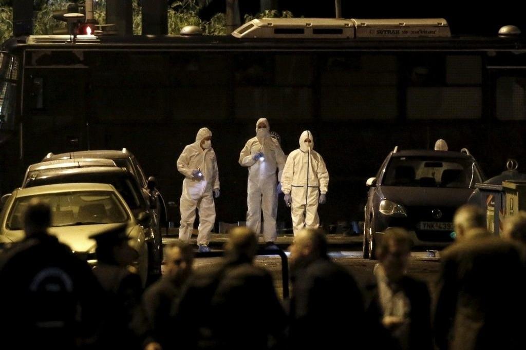 Bombespesialister leter etter bevis.
