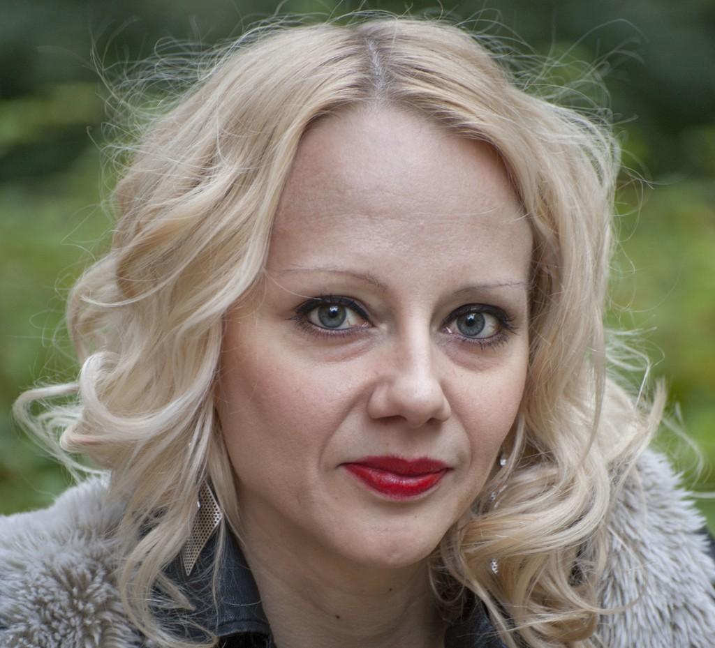 LEVER MED ASPERGERS: Paula Tilli lever i dag fint med Aspergers syndrom. Nå lærer hun andre om autisme.
