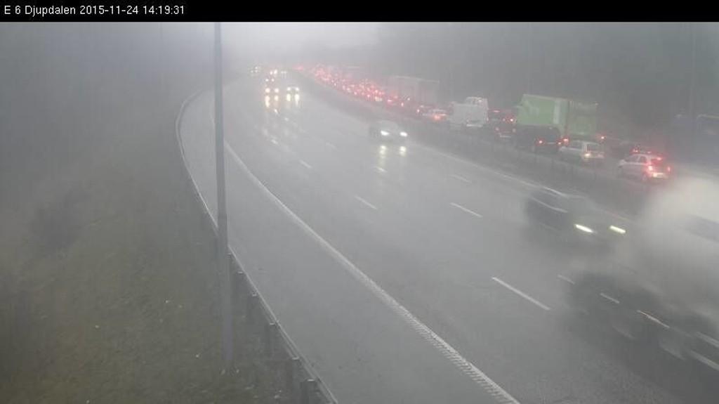 Dette stillbildet fra Statens vegvesens webkamera viser den tette trafikken.