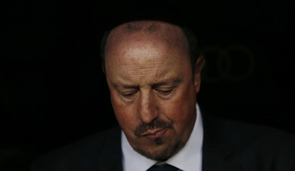 DEPPA: Dette bildet er trolig veldig beskrivende for hvordan Rafa Benitez følte det under 0-4-tapet for Barcelona i helgen.