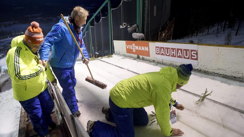 AVLYST: Hopprennet ble utsatt flere ganger på grunn av vind og trøbbel med sportet i tilløpet. Til slutt ble det avlyst.