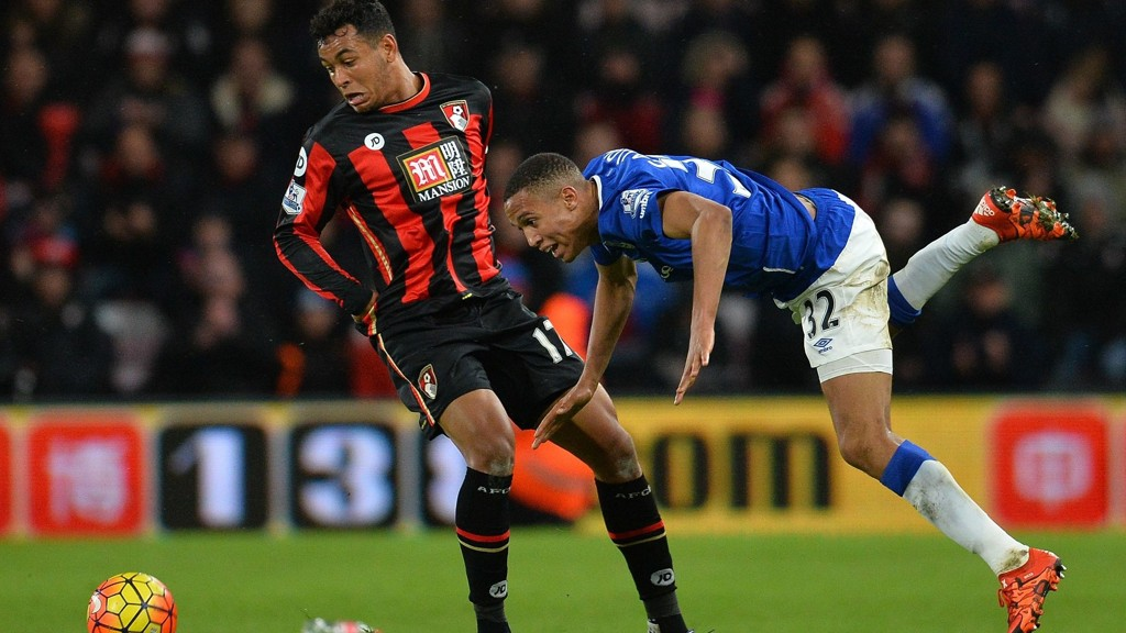 MÅLGIVENDE: Bournemouths Joshua King (t.v.) noterte seg for en målgivende passning mot Everton.
