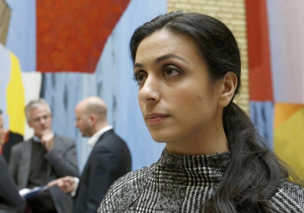Arbeiderpartiets nestleder Hadia Tajik mener at hijab bør forbys på norske barneskoler. Her etter etter møtet om asylpolitikk på Stortinget.