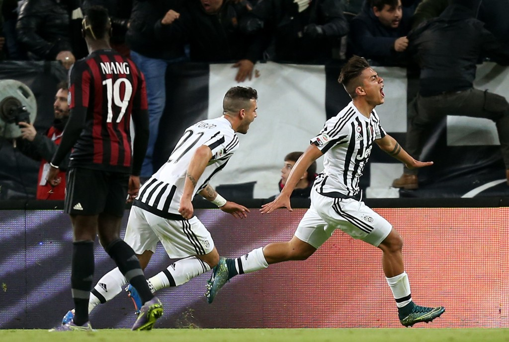 MATCHVINNEREN: Juventus' argentinske angriper Paulo Dybala (til høyre) feirer seiersmålet i hjemmemøtet med Milan 21/11.