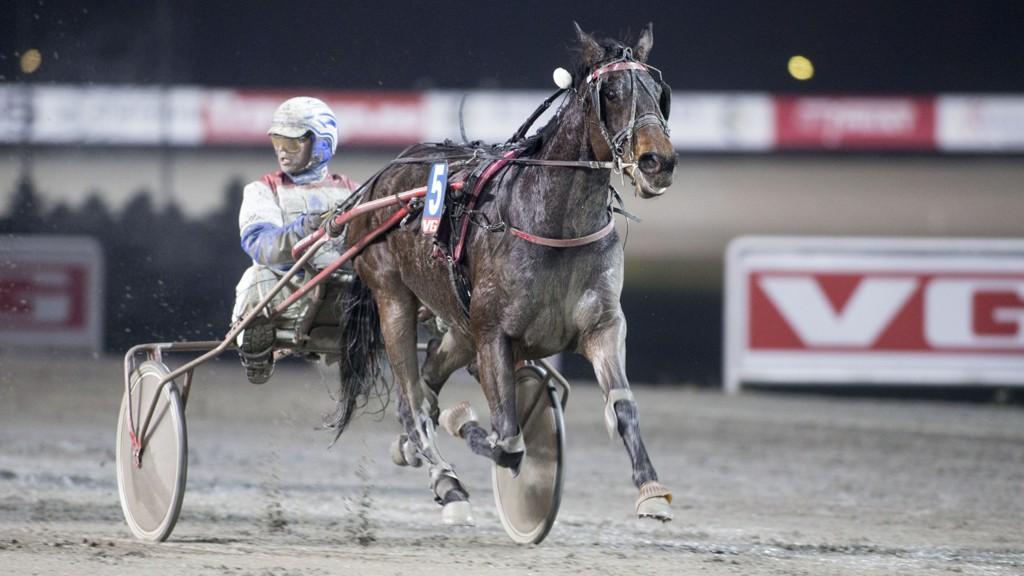 Lars Anvar Kolle vinner her V76-1 på Bjerke onsdag med S.M.K. Spirit Foto: Roger Svalsrød: Hesteguiden.com