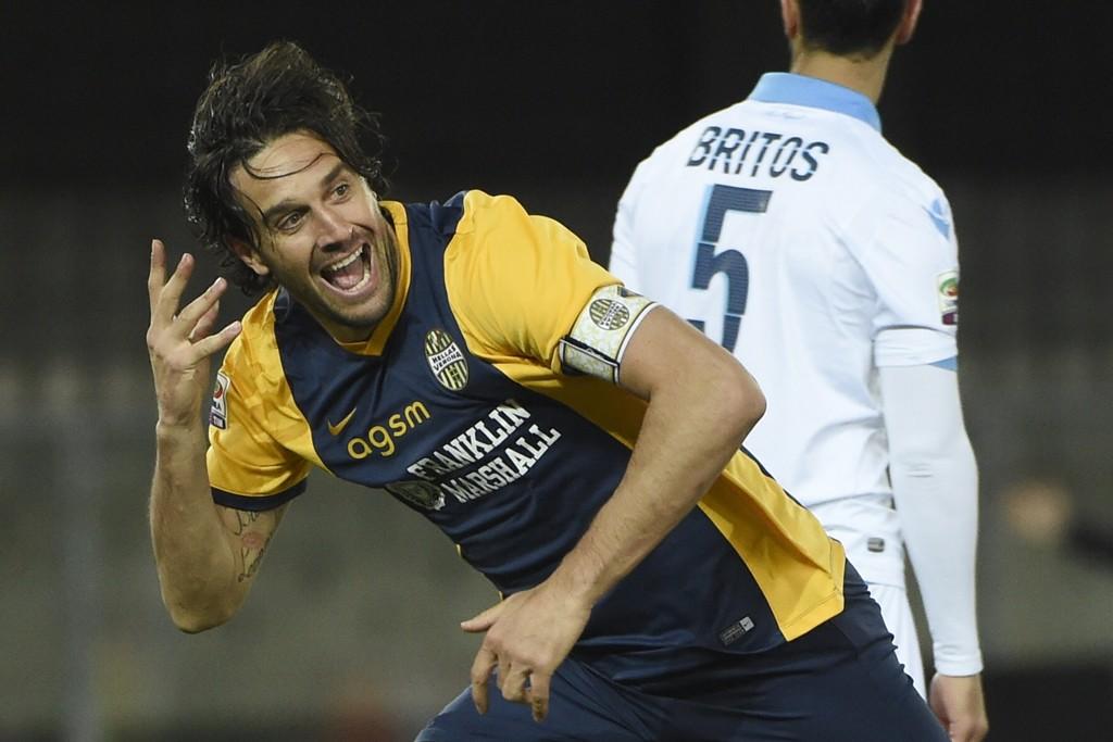 Luca Toni er endelig friskmeldt og skal forhåpentligvis lede sitt Verona til sesongens første seier i ettermiddag.