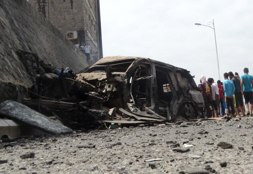 BOMBEANGREP: Adens guvernør Jaafar Mohammed Saad ble drept av en selvmordsbomber søndag. Mins seks personer i guvernørens følge skal også ha blitt drept.