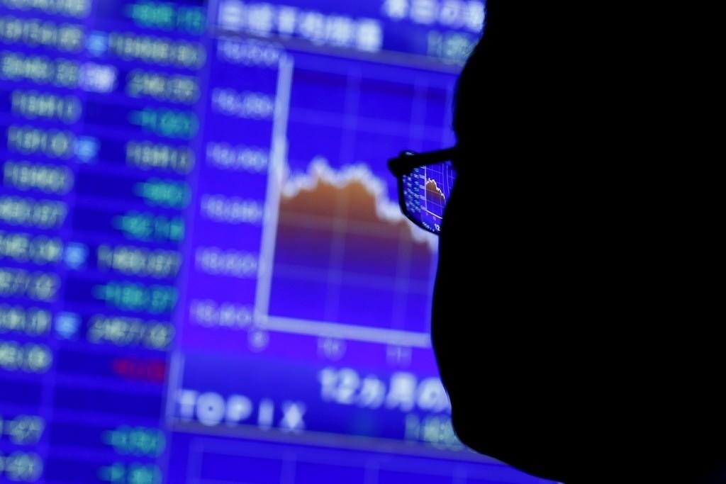 Svake kinesiske handelstall gir børsfall over hele Asia tirsdag. For Norges del har kraftig fall i oljeprisen svekket kronen på bred basis.