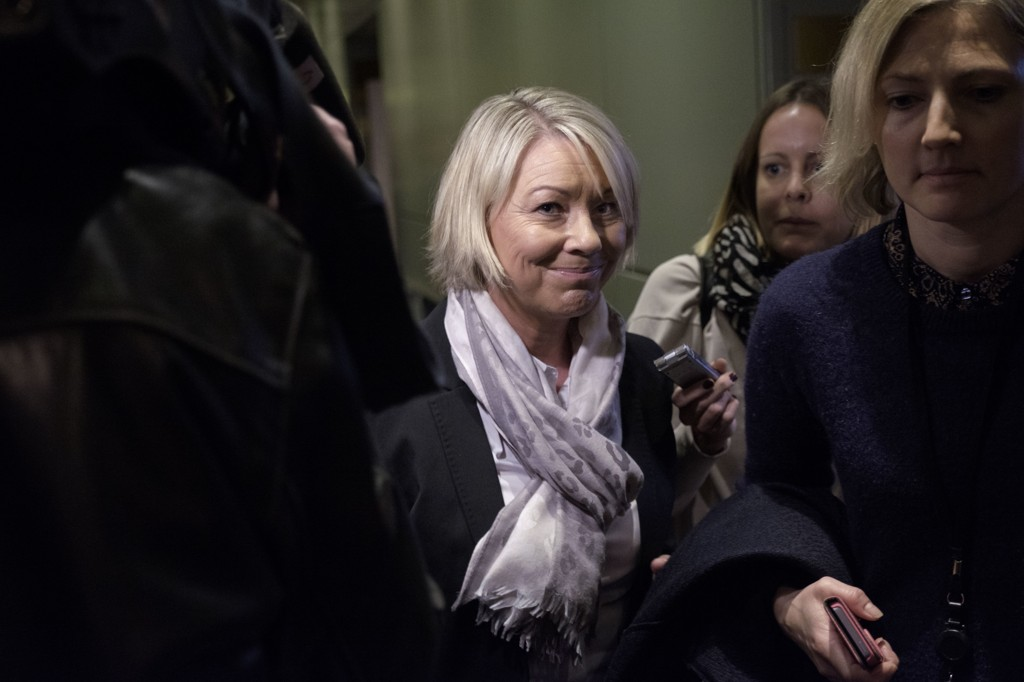 Næringsminister Monica Mæland (H) vil ha svar fra styret i Telenor på hva som skjedde med kjønnsfordelingen i sluttrunden i ansettelsen av ny konsernsjef.