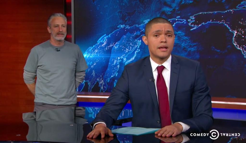 THE DAILY SHOW med Trevor Noah fikk et gjensyn med Jon Stewart under mandagens sending.