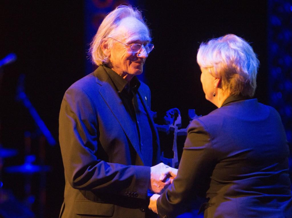 Brageprisen 2015 ble delt ut tirsdag på Dansens Hus i Oslo.Hedersprisen til Einar Andreas Økland. Kulturminister Thorhild Widvey delte ut prisen.