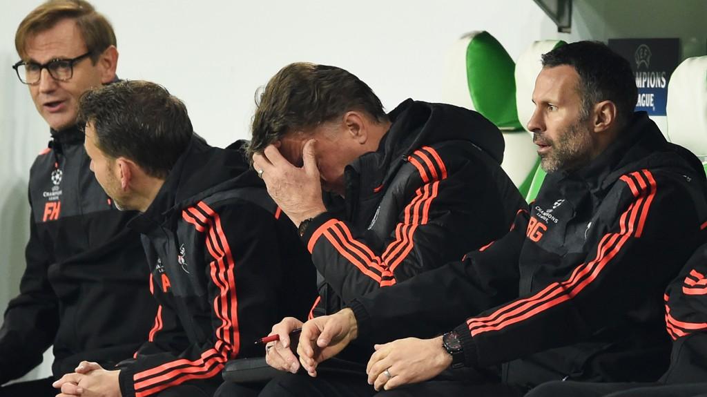 SKUFFET: Manchester United-trener Louis van Gaal var ikke fornøyd med det han så ute på banen mot Wolfsburg