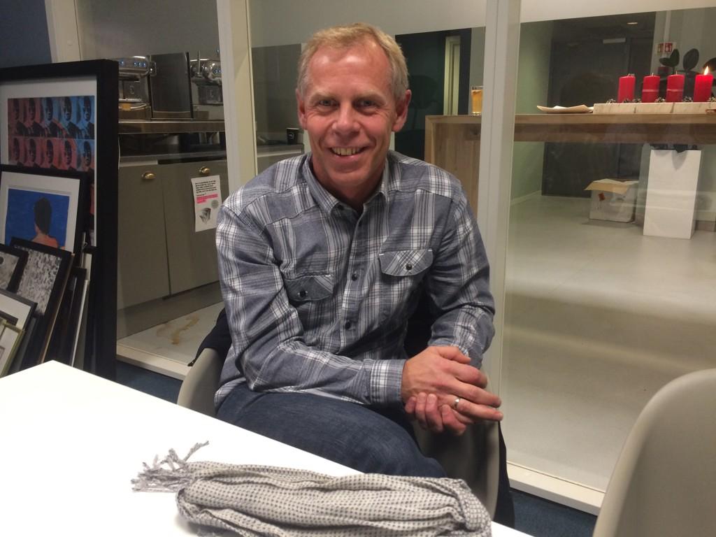 Jan Erik Mushom, som eier 10 prosent av aksjene i Mentor Medier, er sterkt kritisk til avtroppende Vårt Land-redaktør Helge Simonnes' sluttpakke.