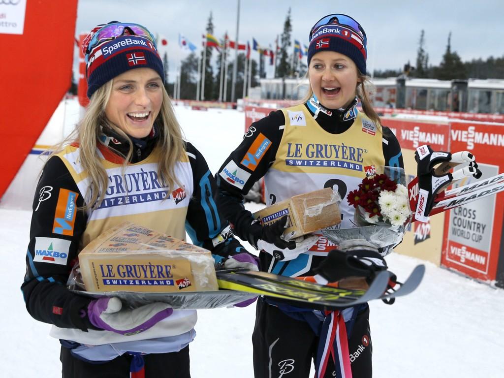 TOPP OG «BUNN»: Therese Johaug manglet et halvsekund på prologen, og fikk dermed ikke verdenscuppoeng på lørdagens sprint. Ingvild Flugstad Østberg (til høyre) var derimot aller raskest. Her fra Kuusamo tidligere i sesongen.