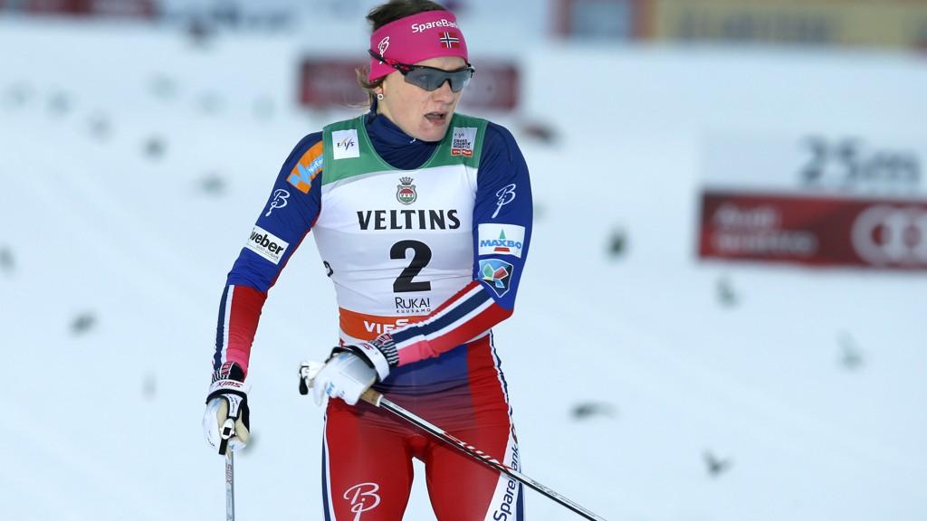 TILBAKE PÅ TOPPEN: Maiken Caspersen Falla vant damenes sprint lørdag, og revansjerte seg mot Stina Nilsson. Bildet er fra seieren i Kuusamo i november.