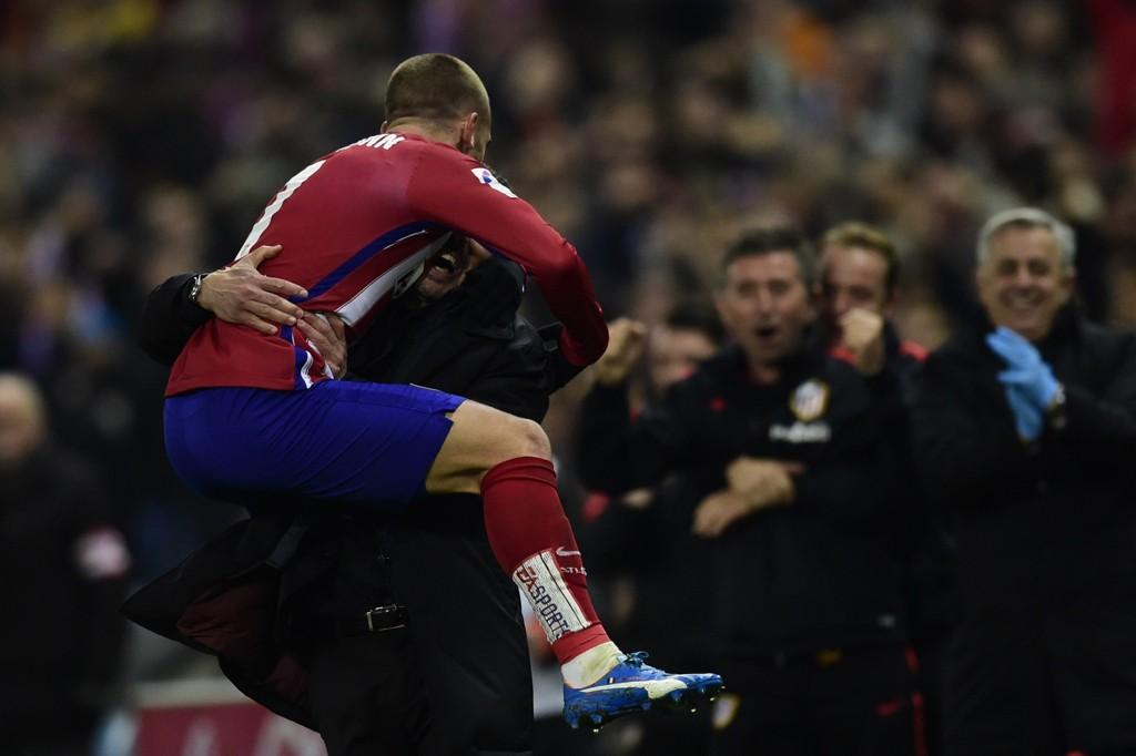 JUBEL: Antoine Griezmann og manager Diego Simeone har hatt god grunn til å juble så langt.