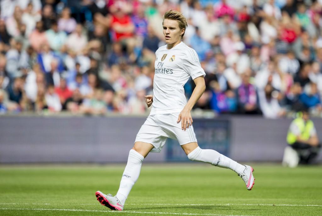 Martin Ødegaard spilte hele kampen for Real Madrid Castilla lørdag. Her er han i aksjon under sommerens treningskamp mellom Vålerenga og Real Madrid på Ullevaal stadion.