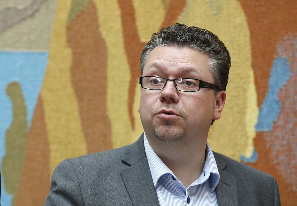 - Å overvåke all datatrafikk er uaktuelt, sier Fremskrittspartiets parlamentariske nestleder og justispolitiske talsperson Ulf Leirstein
