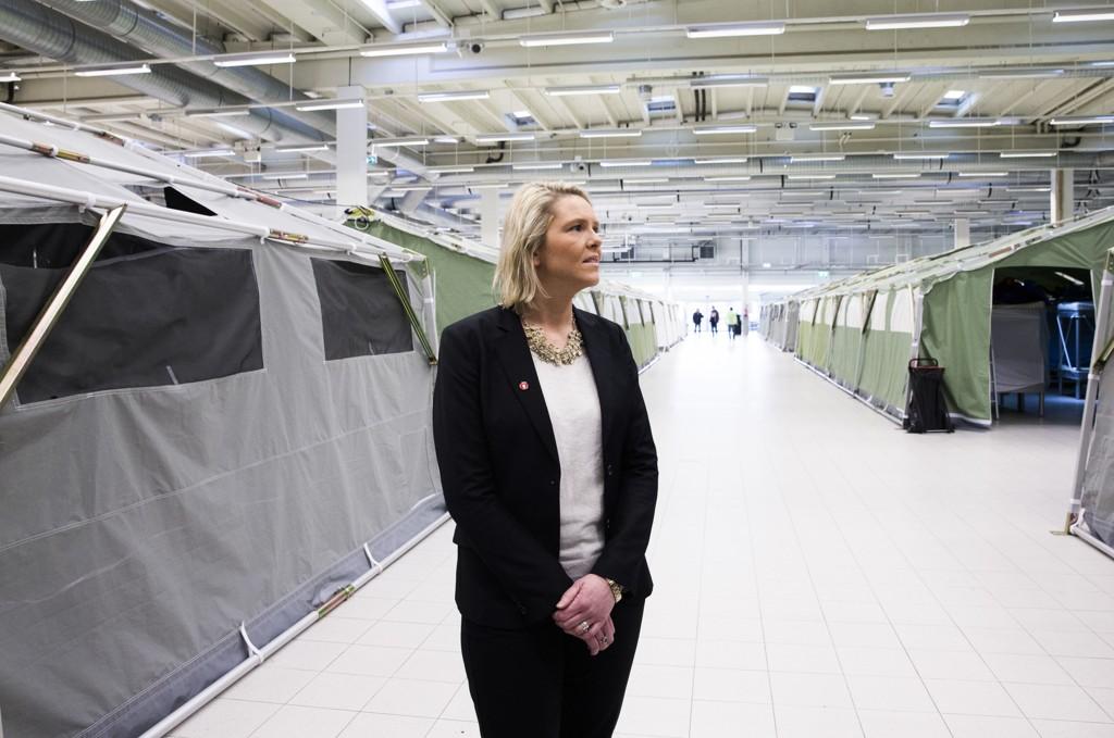 Innvandrings- og integreringsminister Sylvi Listhaug (Frp) besøker ankomstsenteret i Råde, mandag.