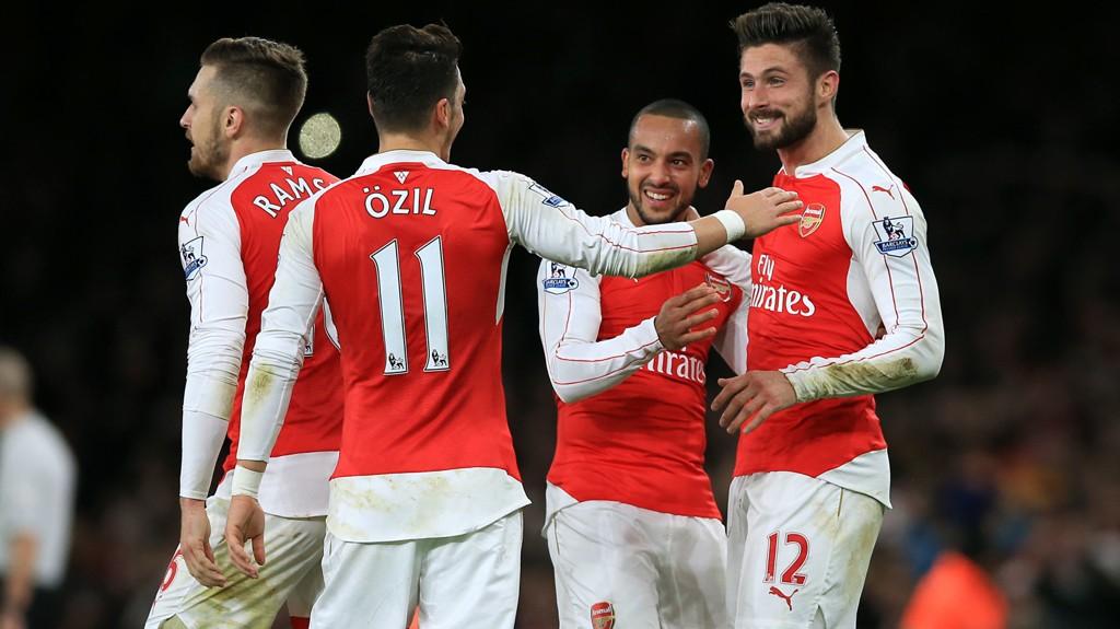 HOVMESTER: Mesut Özil hadde målgivende på scoringene til både Theo Walcott og Olivier Giroud.