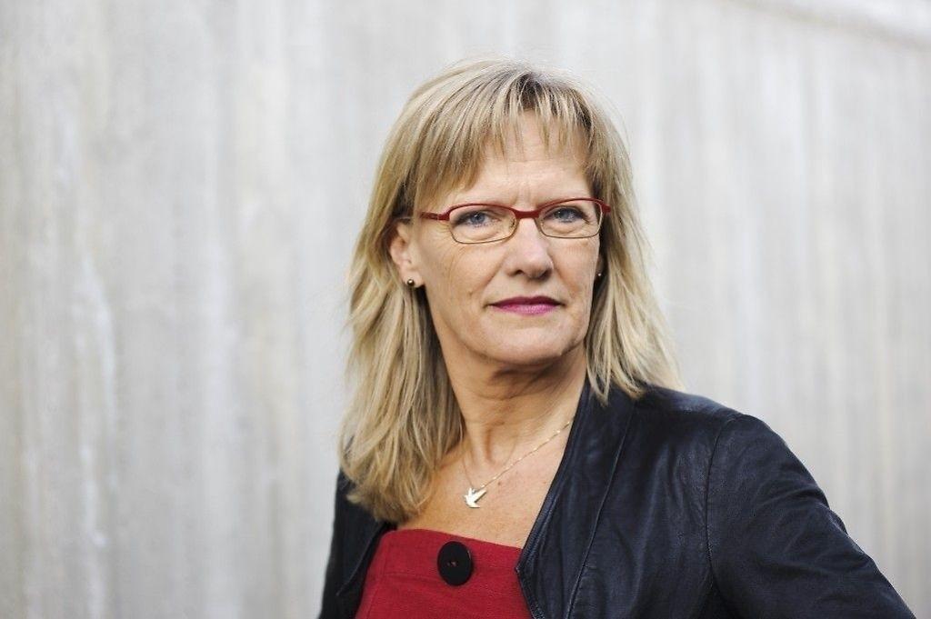 SVs Karin Andersen (bildet) sier Høyres forslag føyer seg inn i «en rekke dårlige integreringsforslag» fra partiet, mens Heidi Greni i Senterpartiet sier tankegangen ikke henger på greip