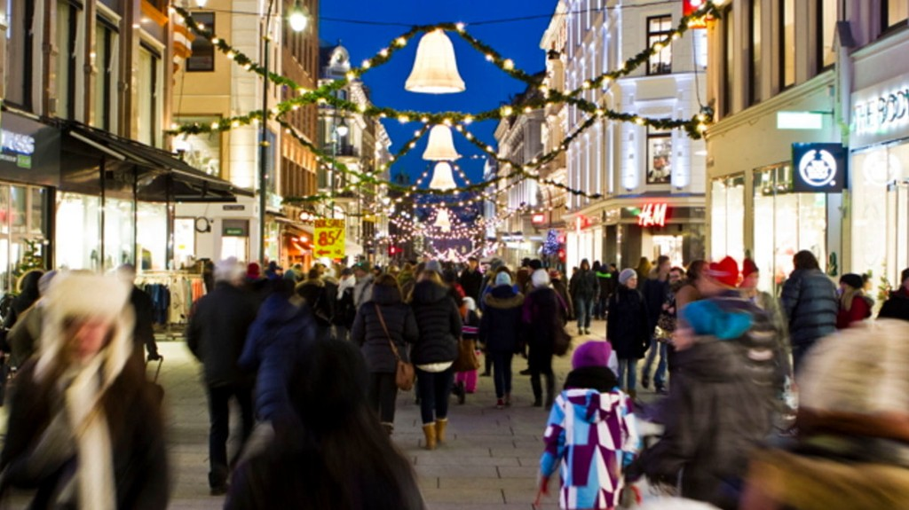 Nordmenn handler for 55 milliarder kroner i desember - temmelig nøyaktig som i fjor.