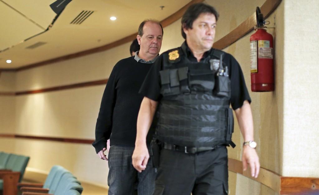 Tidligere Petrobras-sjef Jorge Luiz Zelada (bak) er mistenkt for korrupsjon.