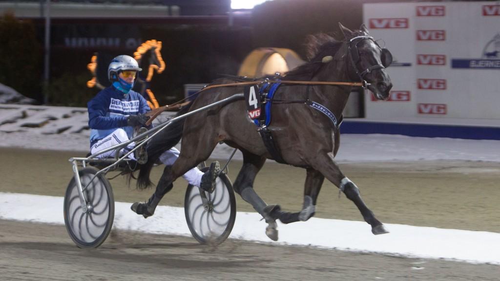 Winmecredit og Frode Hamre har en flott oppgave i V76-1 på Bjerke onsdag. Foto: Anders Kongsrud/www.hesteguiden.com.
