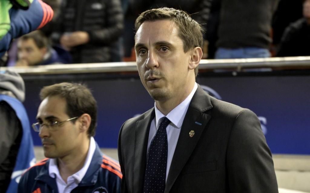 Valencia-manager Gary Neville har en tøff hjemmekamp foran seg mot Real Madrid søndag kveld.