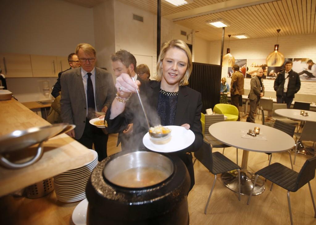 - AP VINGLER: Innvandrings- og integreringsminister Sylvi Listhaug (Frp) hevder at Ap vingler og er det største problemet innen hennes område for tiden. Foto: Vidar Ruud / NTB scanpix