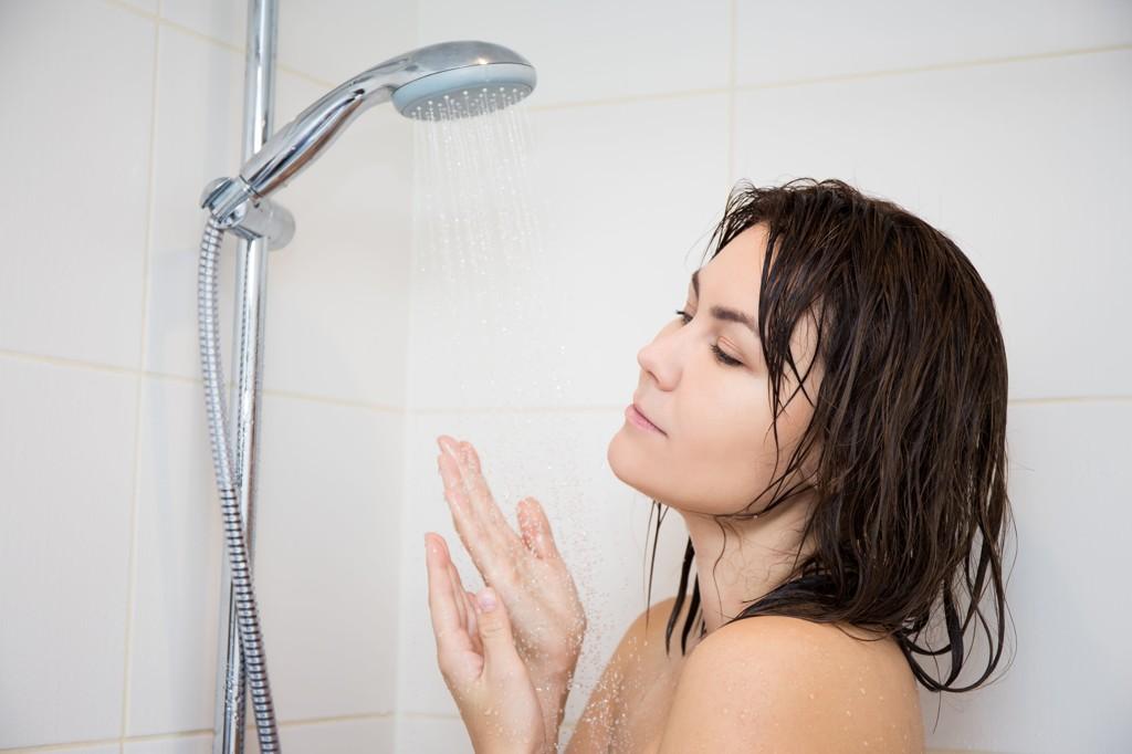Flere og flere dusjer hver eneste dag. Men hvor ofte bør du egentlig dusje?
