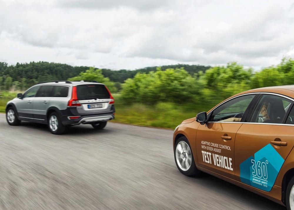 Volvo er en av mange selskaper som mener de er langt fremme i prosessen med selvkjørende biler. Men det er fortsatt svært langt frem til bilene faktisk er helt selvkjørende.