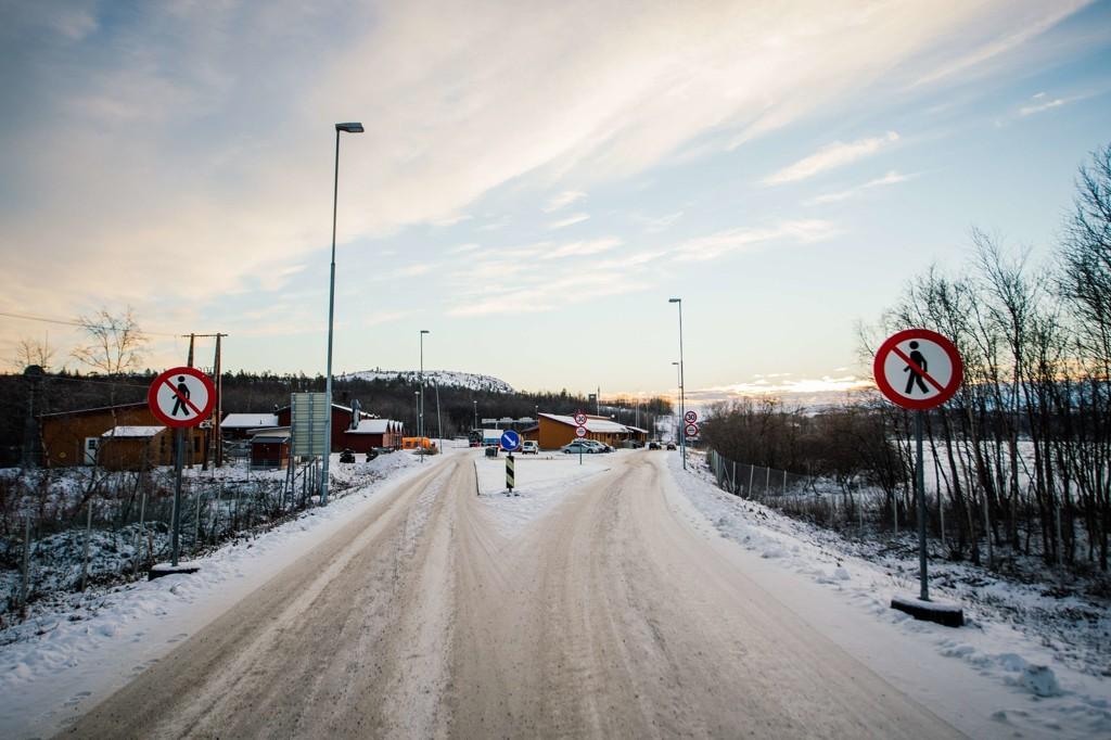 Den unge barnemoren krysset grensen ved Storskog med sin mann og et barn på halvannet år i november. Ingen slo alarm.