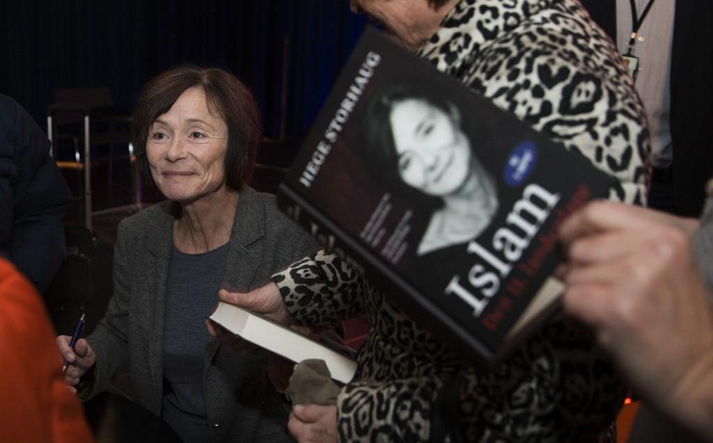 KIOSKVELTER: Hege Storhaug selger godt av boken «Islam. Den 11. landeplage».