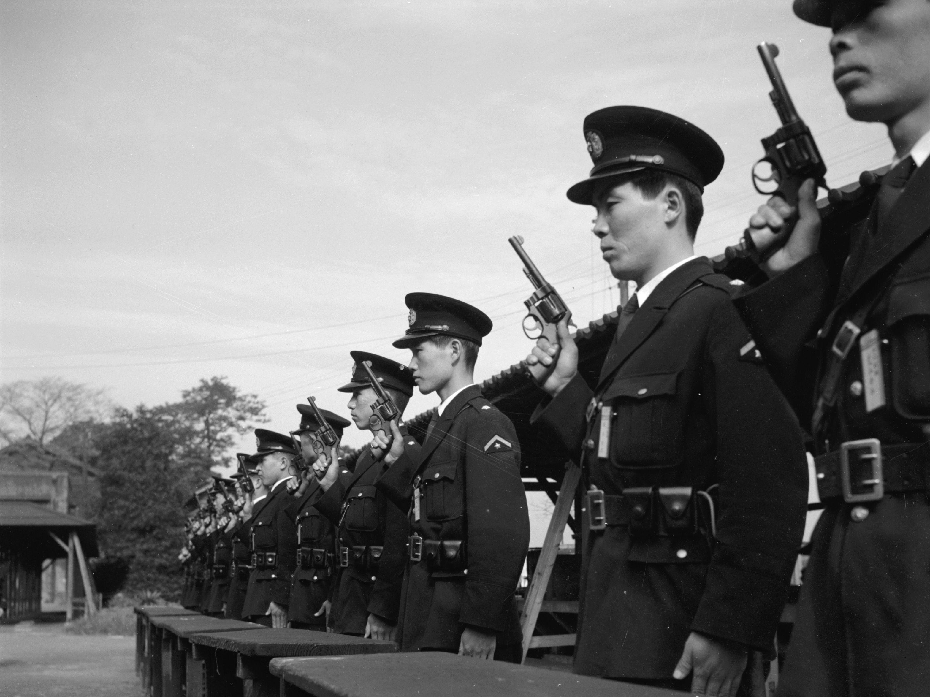 Ranet første til den største politietterforskningen i Japans historie. Her er det japanske politi på en skyteøvelse i 1955.