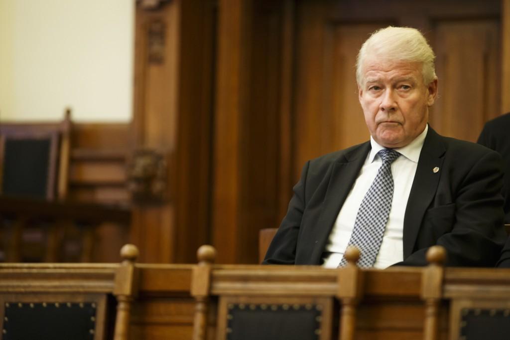 TAPTE: Her er Carl I. Hagen i Høyesterett da pensjonssaken ble behandlet i Høyesterett.