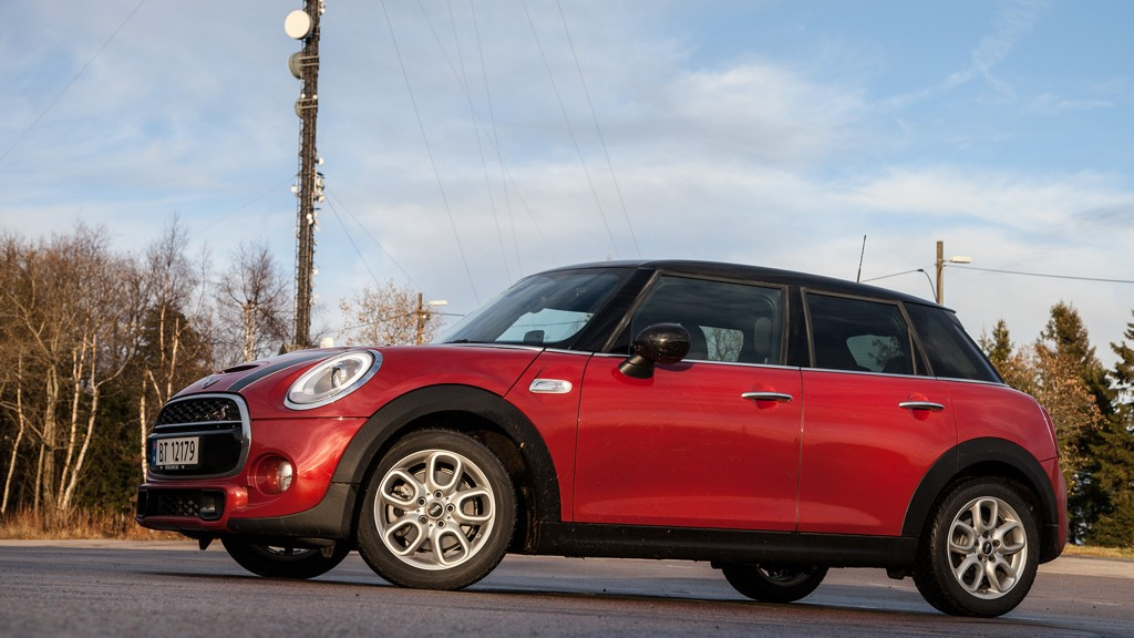 Små biler med dieselmotor faller nå i pris på bruktbilmarkedet - her representert med en Mini Cooper SD.