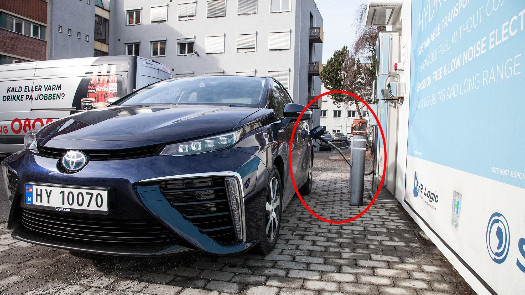 HYDROGEN: Toyota Mirai er den første serieproduserte bilen som er bygget som en hydrogenbil fra bunnen av. Nå har vi endelig fått testet den i Norge.