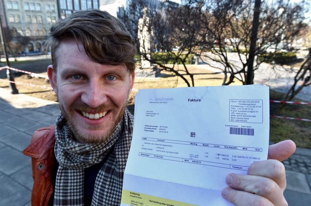 FIKK MILLIONREGNING FOR BOK: Jens Kihl kjøpte en bok til 250 kroner og fikk en regning på 4,6 millioner.