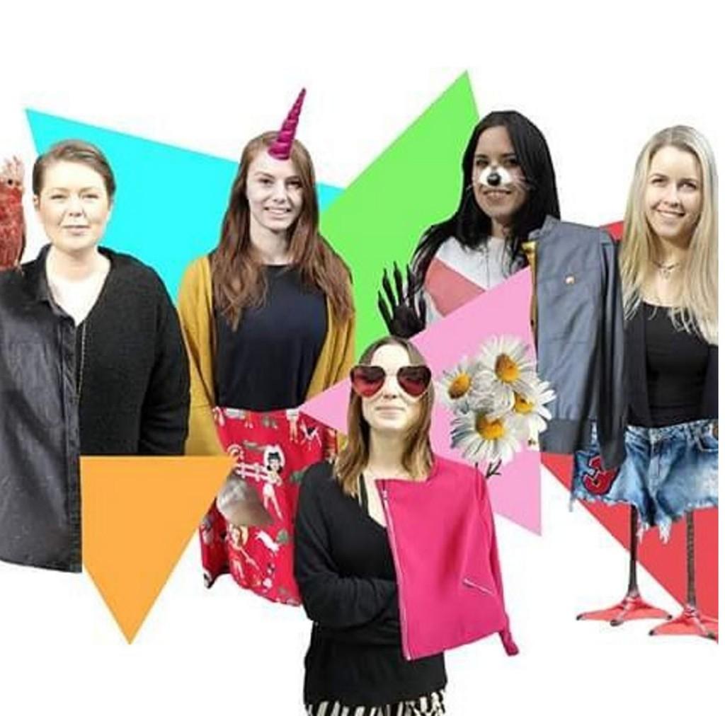 FEM KREATIVE SJELER: Disse fem jentene står bak den nye bruktbutikken til Fretex i Oslo, som er åpen i tre dager.