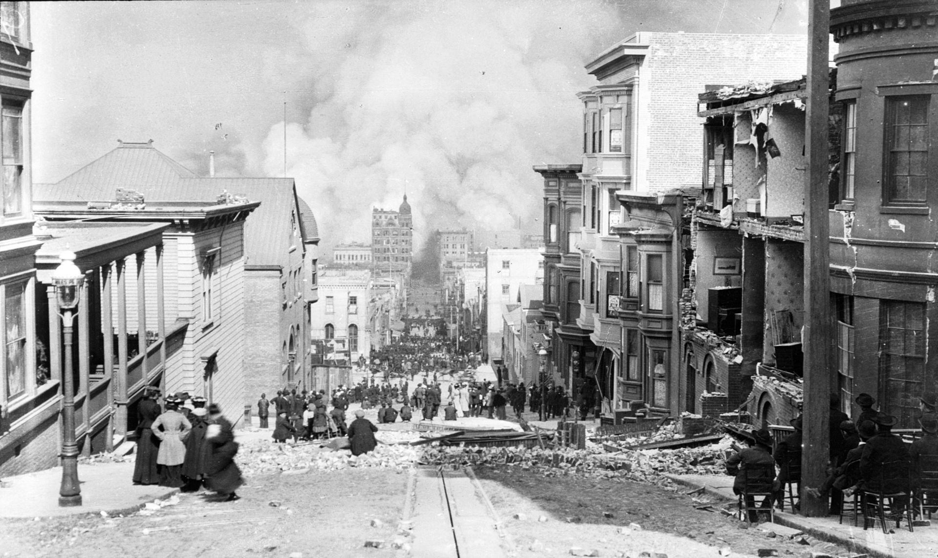 Store deler av San Francisco var i brann i fire dager etter jordskjelvet.