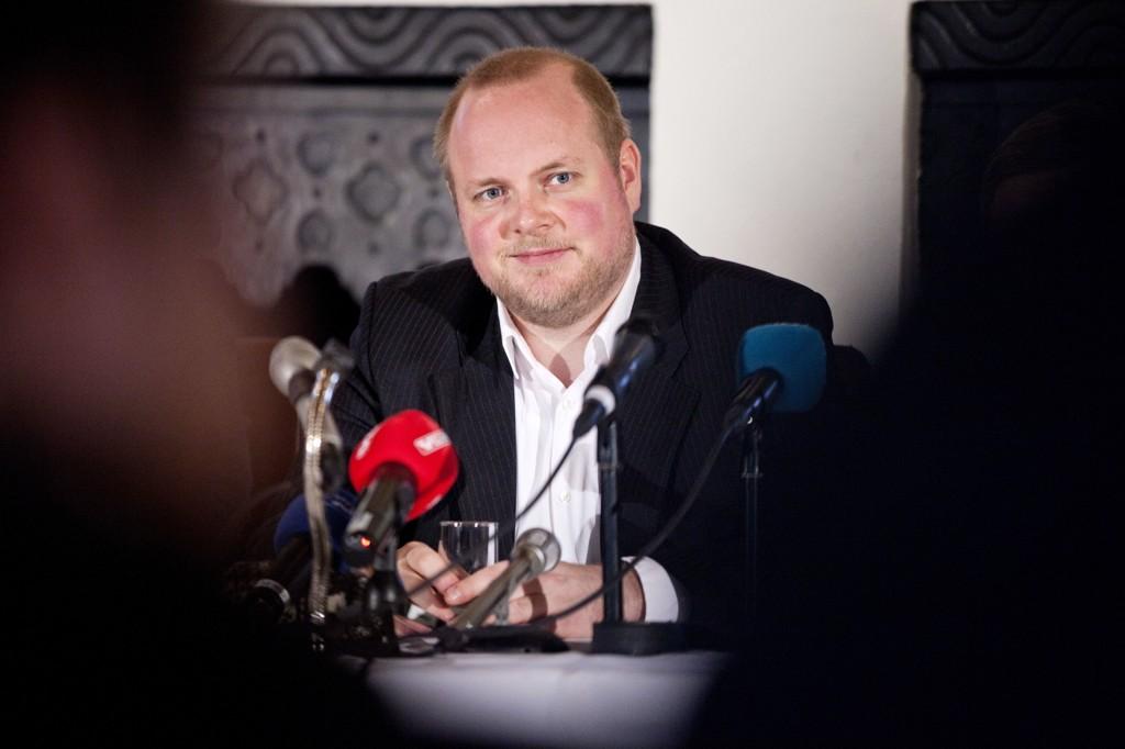 NYBAKT FAR: Ny rolle på hjemmebane for komiker Steinar Sagen.